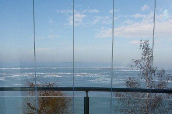 Terasz téli panorámával