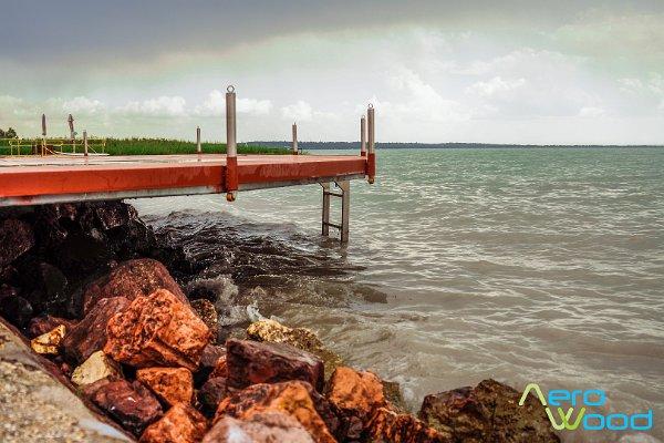 Stég és tópart