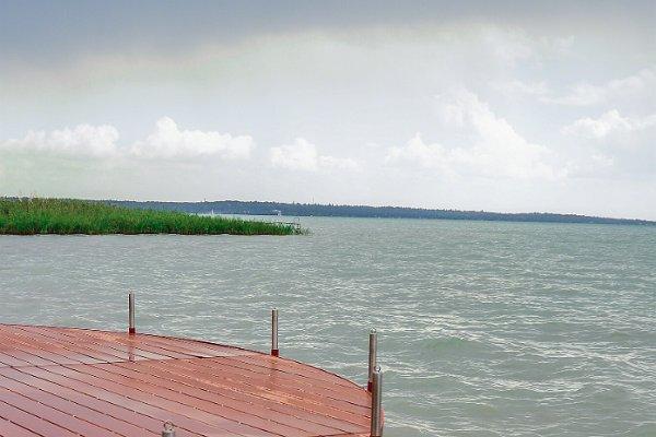 Stég a tó partján