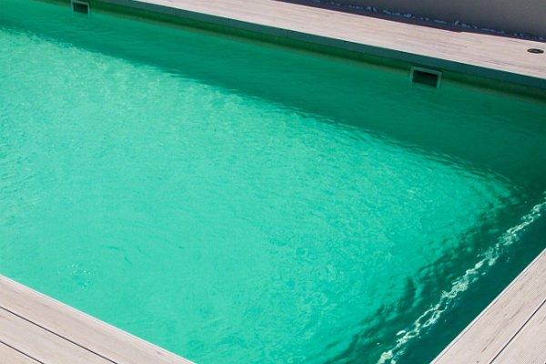 Teraszburkolat a medence körül