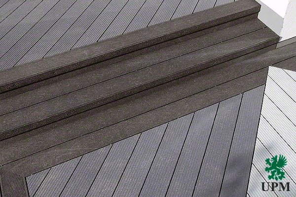 Fa-műanyag lépcsőburkolat