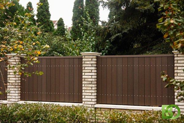 Umbra színű BO WPC kerítés