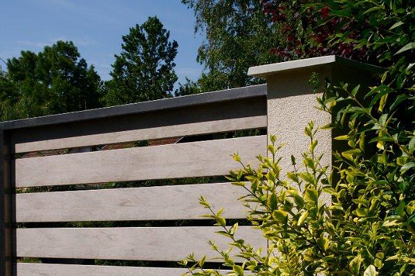 Fából és műanyagból gyártott hitech kerítés 10 év garanciával